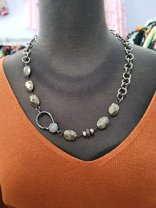 Chain Necklace with Oversized Clasp