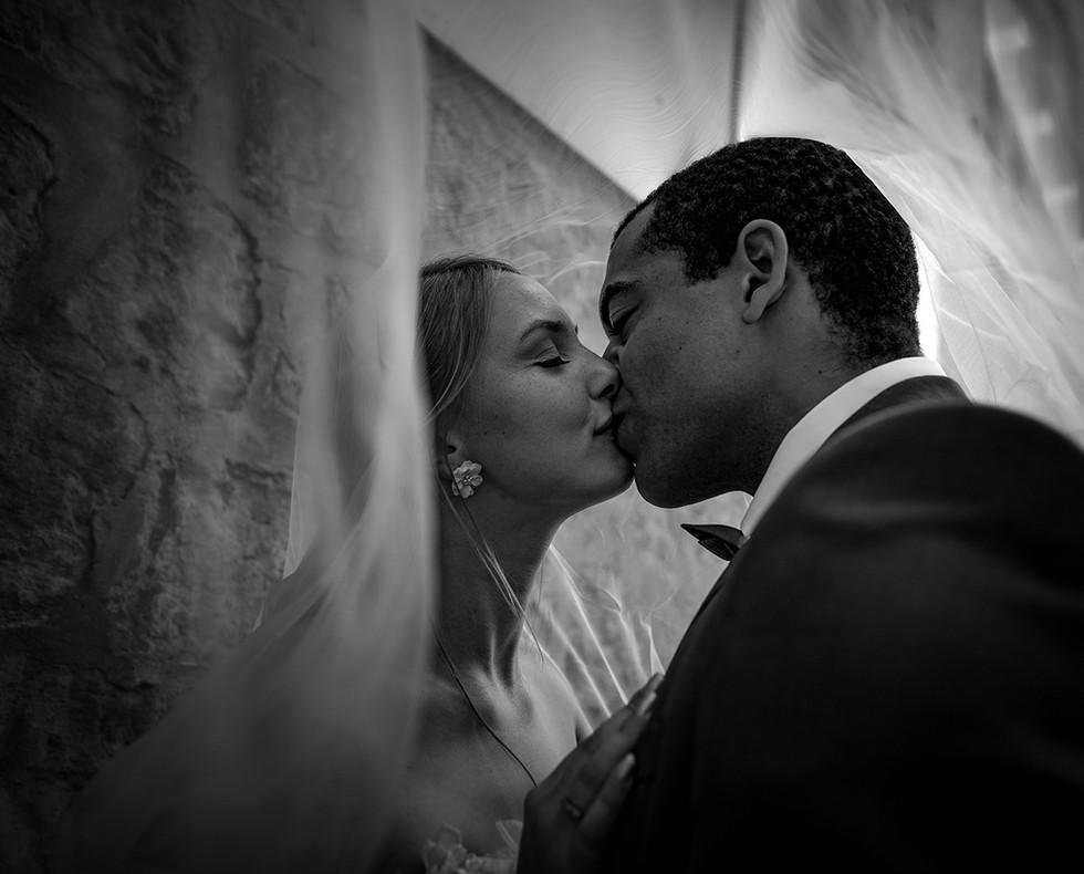 Hochzeitsfotograf_SchwarzWeiss_Brautpaar.jpg