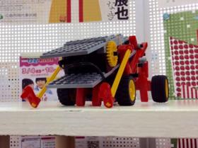 バッタ型ロボット「ジャイアントホッパー」