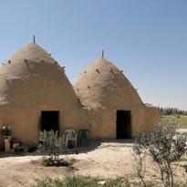 Mud_houses,_Syria.jpg