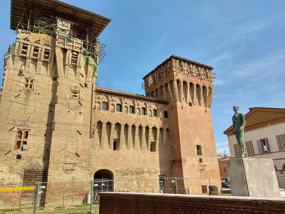 Castelo di Finale di Eniglia en restauração após terremoto. Foto: Luiz Marchesini