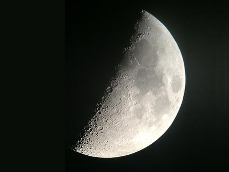 上弦の月は「満ゆく月」