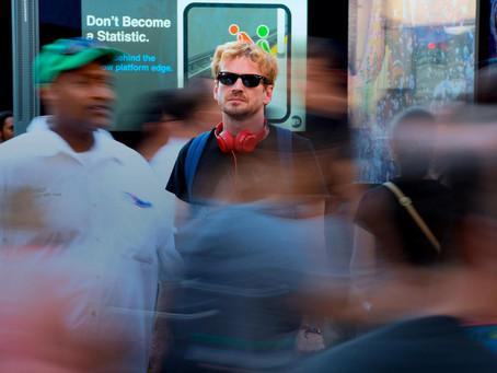 Crítica: 'Ninguém Está Olhando' faz retrato da América Latina nos EUA