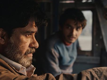 Crítica: '500 Mil Quilômetros', da Netflix, é drama indiano sobre tempo e velhice