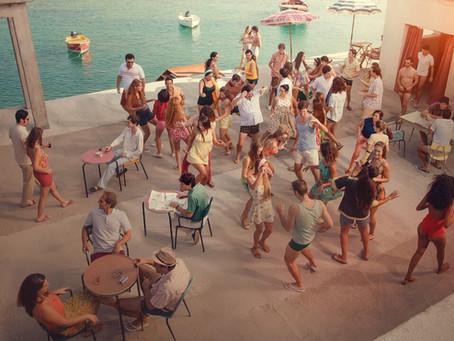 Crítica: 'A Incrível História da Ilha das Rosas' é comédia inusitada na Netflix
