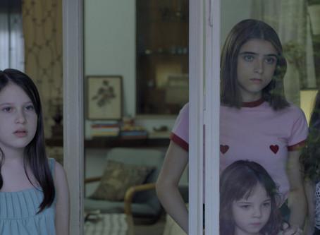 Crítica: 'Mamãe, Mamãe, Mamãe' é filme instável, mas emocional