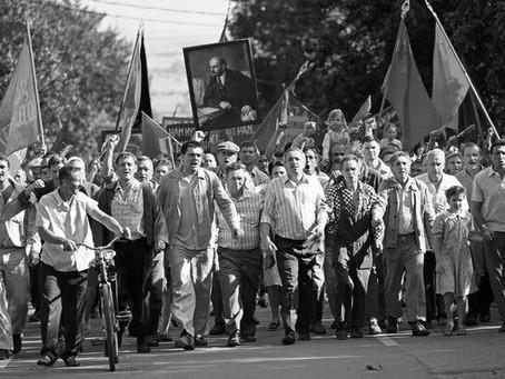 Exclusivo: 'Caros Camaradas: Trabalhadores em Luta' ganha pôster