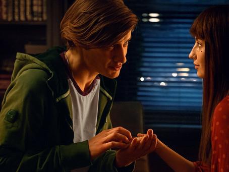 Crítica: 'Todos os Meus Amigos Estão Mortos' é filme pretensioso da Netflix