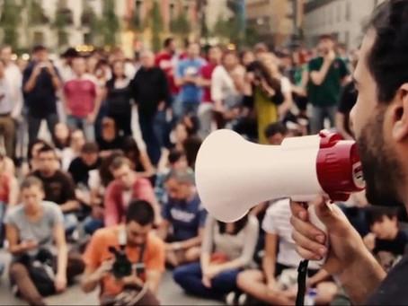 'O Paradoxo da Democracia' busca reflexões sobre política e sociedade