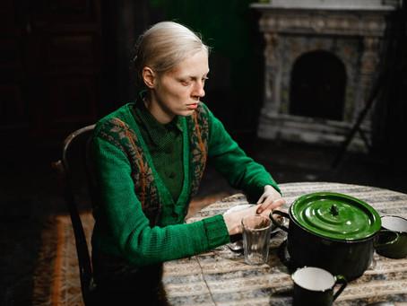 Crítica: Perturbador, 'Uma Mulher Alta' é interessante filme russo