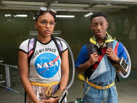 Crítica: 'A Gente se Vê Ontem', da Netflix, é bom filme de viagem no tempo