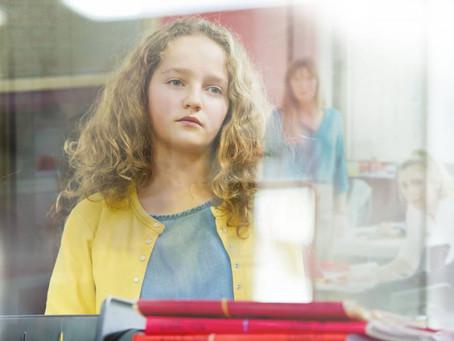 Crítica: 'A Garota do Armário' é delicado filme francês sobre amadurecimento