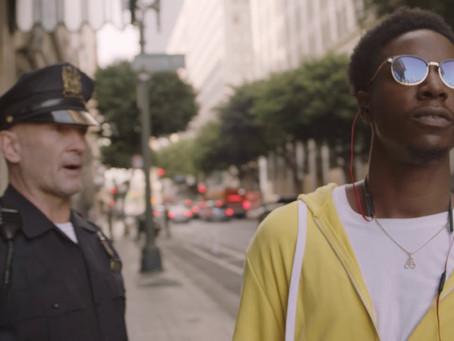 Crítica: 'Dois Estranhos', da Netflix, é curta-metragem certeiro sobre violência policial