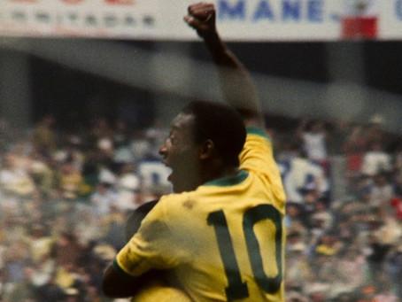 """Crítica: 'Pelé' é filme da Netflix """"para estrangeiro"""", mas com emoção"""