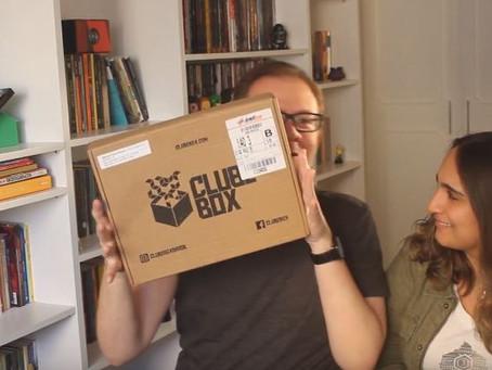 Vídeo: veja unboxing da Clube Box com o tema 'Hoje é dia de rock'