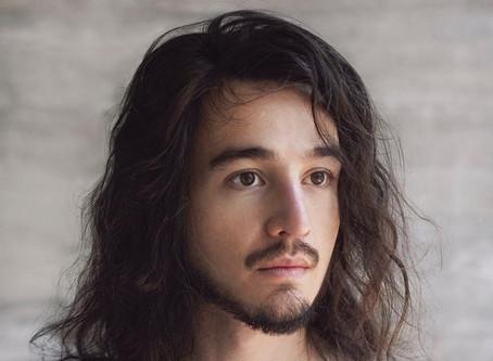 Crítica: Com 'Reconstrução', Tiago Iorc volta mais intenso e maduro