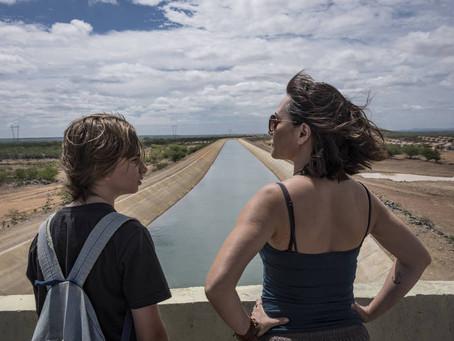 Crítica: 'Acqua Movie' é filme de potencial desperdiçado