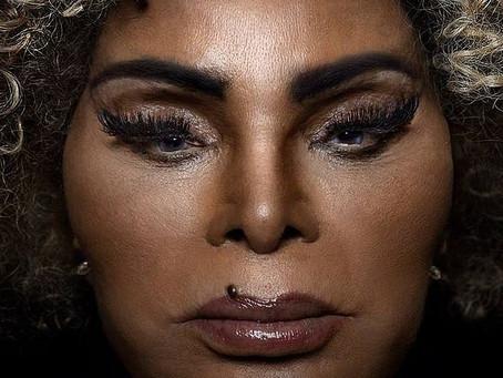 Elza Soares se politiza ainda mais com 'Deus É Mulher'
