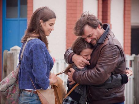 Crítica: 'Julho Agosto' faz retrato sobre família moderna