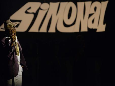 Crítica: 'Simonal' é dançante e bem-feito, sem deixar de ser crítico