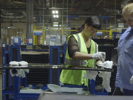 Crítica: 'Indústria Americana', da Netflix, exibe o novo mercado de trabalho