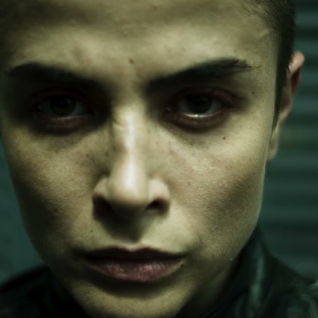 Crítica: 'Garota da Moto' é filme de ação brasileiro que não se sustenta