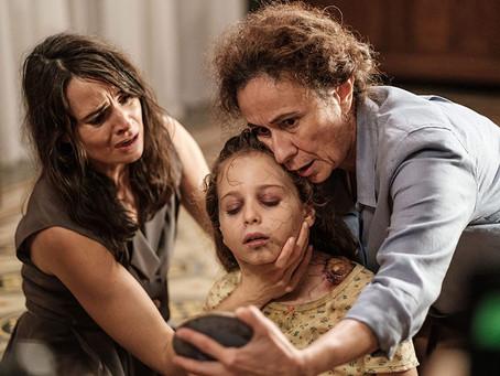 Crítica: 'O Fascínio' é filme italiano de terror mequetrefe da Netflix