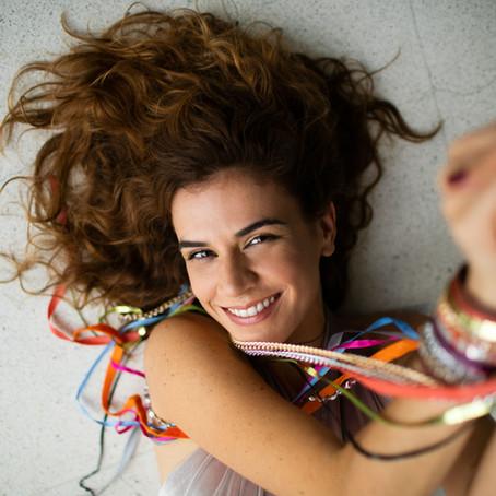 Mariana Aydar mostra suas 'veias nordestinas' em show