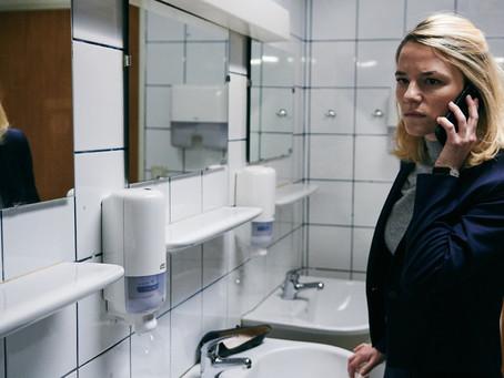 Crítica: 'O Chão sob Meus Pés' é filme frio e sem foco