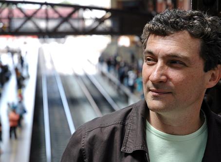 Conheça Hélio Ziskind, compositor do 'Castelo' e da música do gás