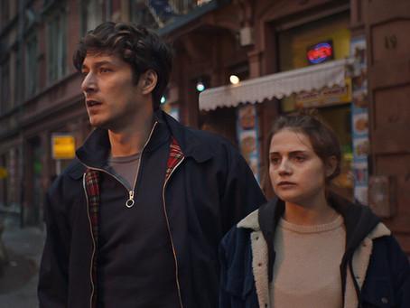 Crítica: 'E Amanhã o Mundo Todo', da Netflix, erra com frieza e distanciamento