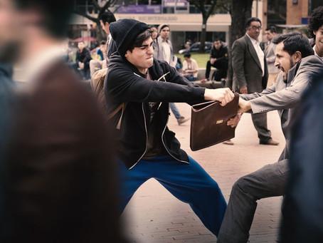 Crítica: 'Carteristas', da Netflix, se perde em trama vazia