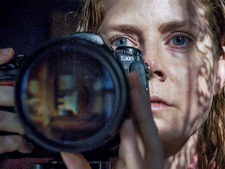 Crítica: 'A Mulher na Janela', da Netflix, é filme que já nasceu com problemas
