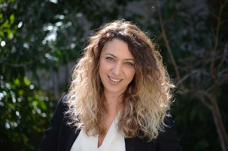 Η Λήδα Ράγγα είναι ψυχολόγος με έδρα το Χαλάνδρι και ειδικεύεται στην αντιμετωπιση της κταθλιψης και των κρισεων πανικου