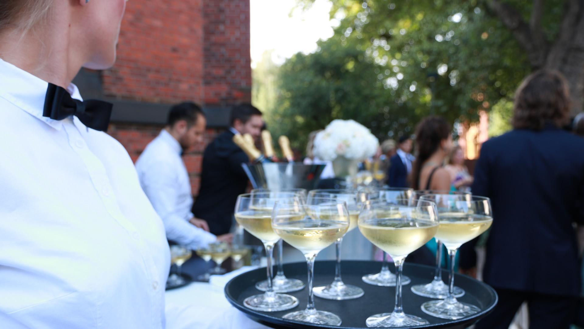Hochzeitsempfang mit Champagner