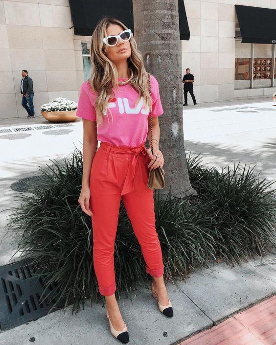 827413d085 Outra cor que a gente ama e está super em alta pra usar com a calça  vermelha  o rosa! Pode ser camiseta