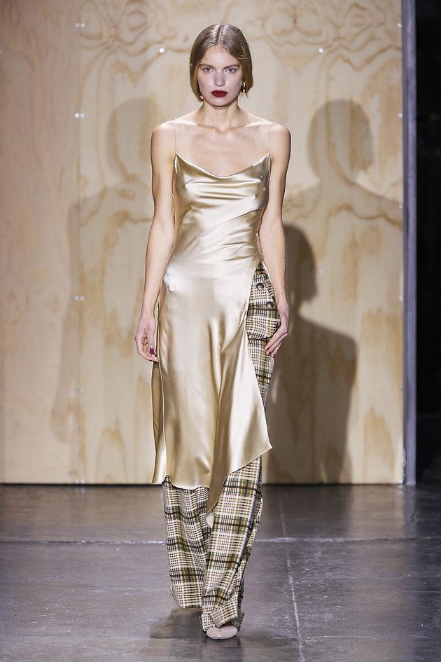 5615677b9f852b Trend alert de styling NYFW: slip dress de cetim + calça