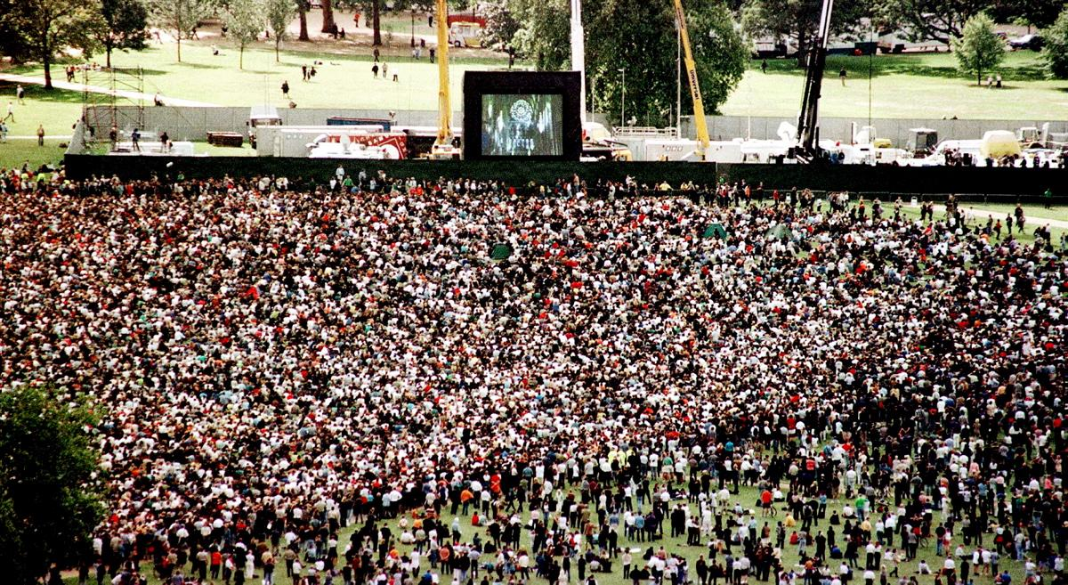 crowd-watches-funeral-giant-video-screen