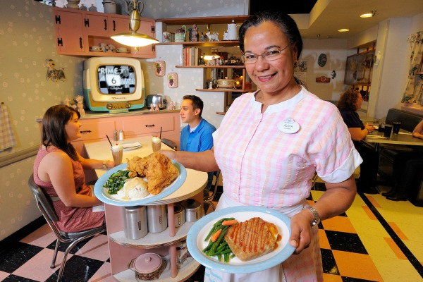 50s-Prime-Time-Cafe-Server-with-Food-Credit-WDW-Scott-Miller