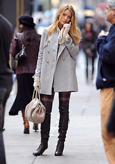 fashion-2011-06-0601-01-blake-lively-red-carpet-best-style-fashion-gossip-girl-set-coat-thigh-high-boots-93007450_li