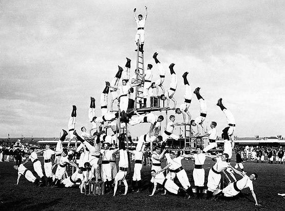 Who Is Dirt - Human Pyramid.jpg