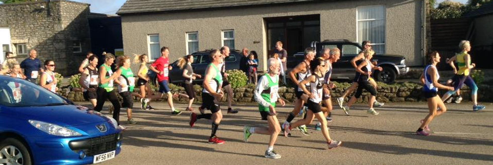 Hayle Runners early in the race