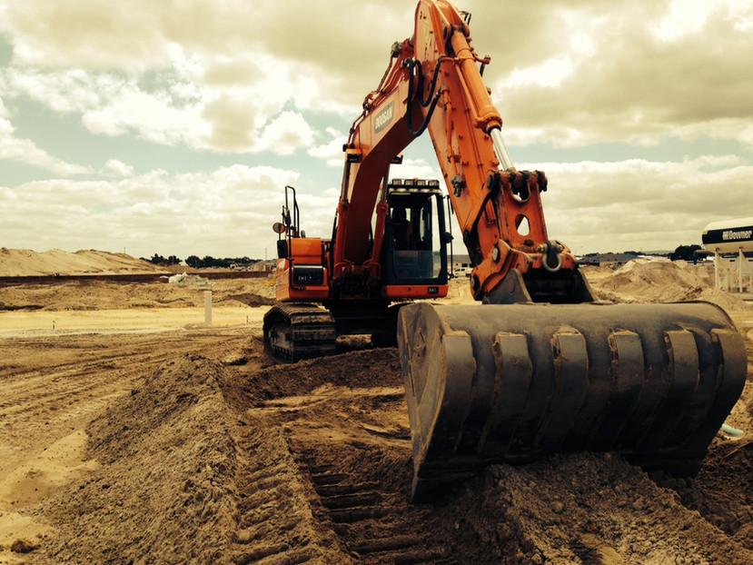 18 tonne excavator.JPG