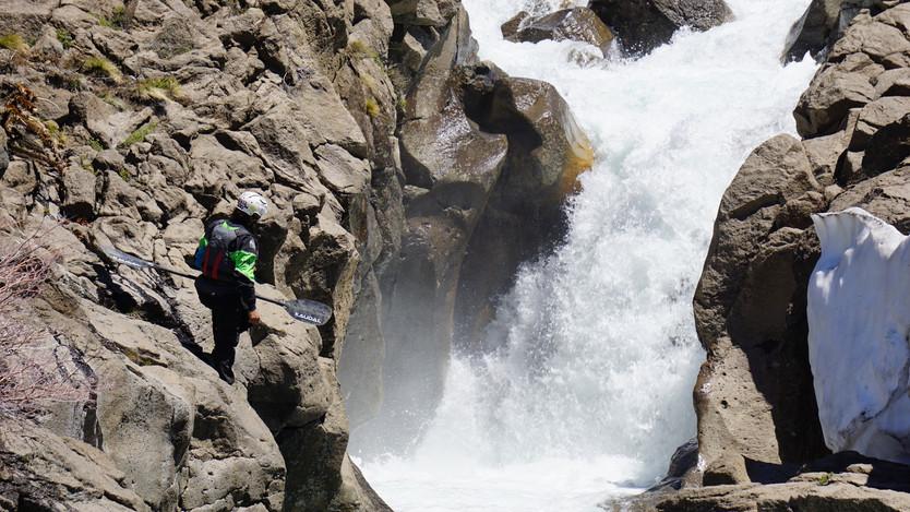 Robert Derias, Matías López, Gonzalo Miño y Guillermo Téllez explorando la Patagonia, primer descens