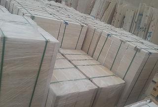Carreaux de marbre égyptiens emballés à l'intérieur de palettes en bois | Marmo Design pour marbre et granit