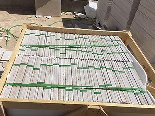 Carreaux de marbre égyptiens emballés à l'intérieur des ballots de bois | Marbre égyptien et granit Marmo Design