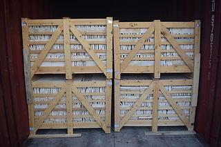 Marbre égyptien split face carreaux d'emballage à l'intérieur de faisceaux de bois | Marbre égyptien et granit | Marmo Design