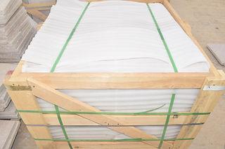 Carreaux de marbre égyptiens emballés dans une caisse en bois | Marmo Design pour marbre et granit