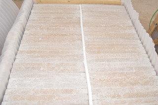 Baldosas de  Mármol Egipcio embaladas en bondles de madera | Marmo Design para Mármoles y Granito