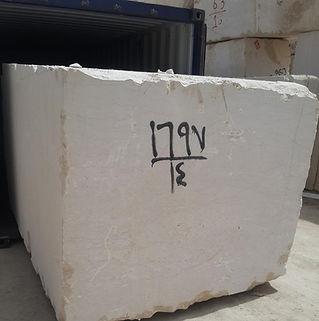 Bloc de marbre égyptien emballant à l'intérieur du conteneur